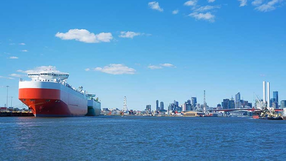 ship-coming-into-Melbourne