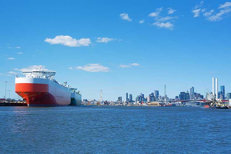 ship-coming-into-Melbourne